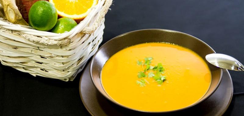 Suppe von Süßkartoffel und Ingwer mit Rauchpaprika