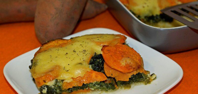 Spinat-Süßkartoffel-Auflauf mit würzigem Scamorza Käse überbacken