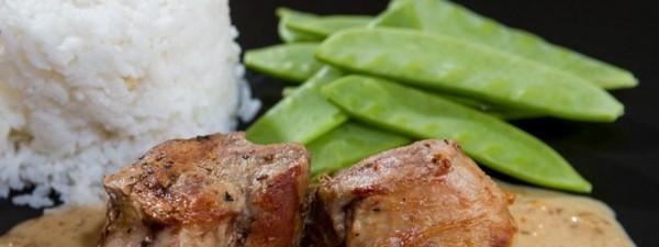 Schweinemedaillons in Erdnusssauce